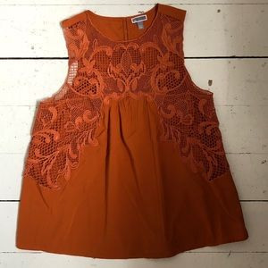 Sleeveless lace top blouse